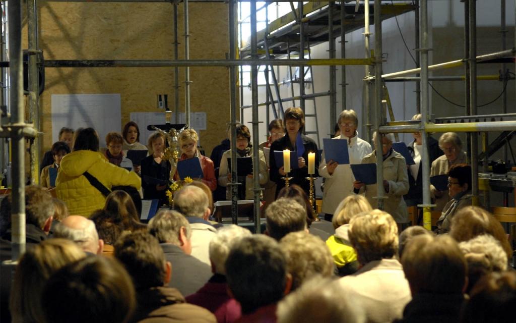 Gottesdienst auf der Baustelle mit dem Kirchenchor Münchaurach.