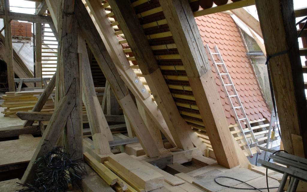 Renovierung des Dachwerks.